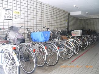 敷地内に、専用駐輪場有ります。