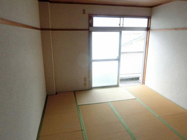 ハイツヤガミ 和室 8畳