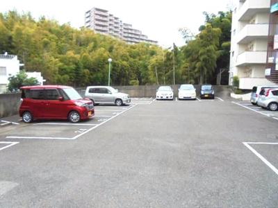 敷地内平面駐車場★