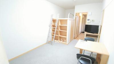 同タイプ居室:飾り棚付。上が寝るスペース、下がたっぷりめのウォークインクロゼットです。