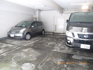 建物内に駐車場が有ります。