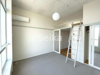 同タイプ室内:ロフトがあるので天井が高く開放的です
