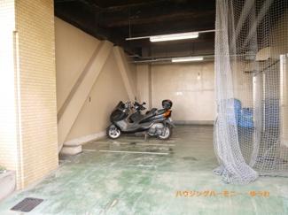 専用バイク置場も完備。
