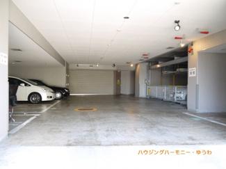 建物内に駐車場を完備。