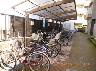 敷地内に、屋根付き専用駐輪場があります。