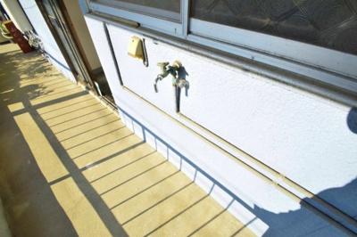 階段は静かに上り下りしてください…