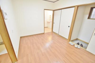 【居間・リビング】石阪第2店舗奥