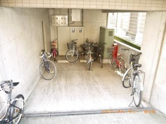 建物内に、便利な駐車場が有ります。