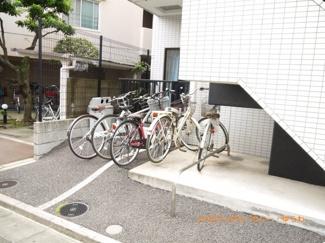 敷地内に、駐輪場があります。