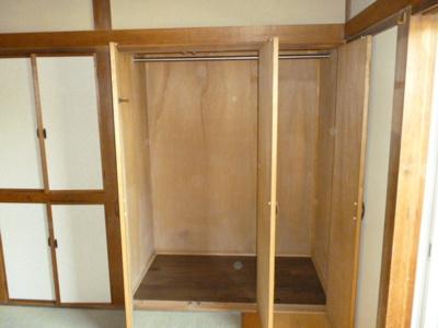 1階和室には収納豊富