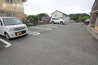 【駐車場】ブライト・ヴィラ