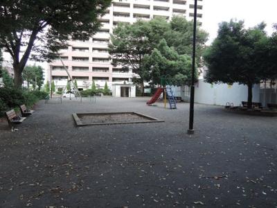 物件の目の前に公園が隣接 お子様も安心して遊ぶことができます!
