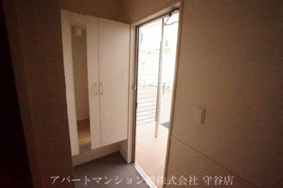 【玄関】ラヴィラントさしまB