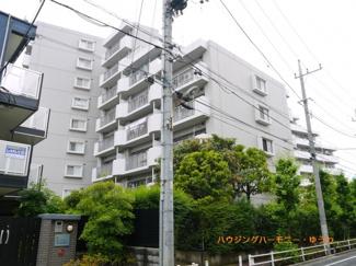 閑静な住宅街「蓮根」駅より徒歩8分に建つ、新耐震リフォーム済みの物件です。