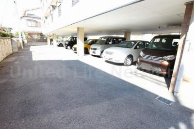 シャルマンコーポ 駐車場