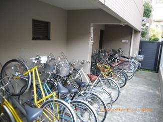 敷地内に、専用の駐輪場があります。