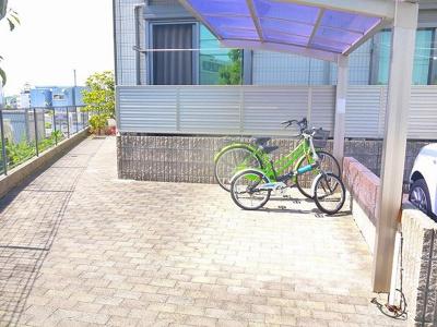 駐輪スペースはこちら。