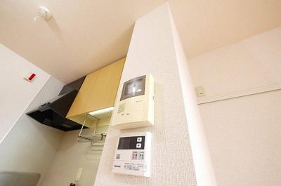 モニター付きインターフォンがあれば室内にいながら外の様子もよくわかります。
