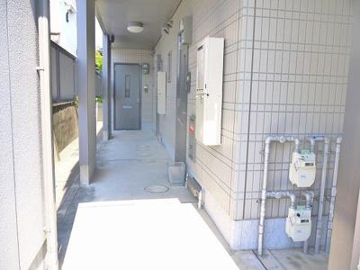 各玄関スペースにはこちらからどうぞ。