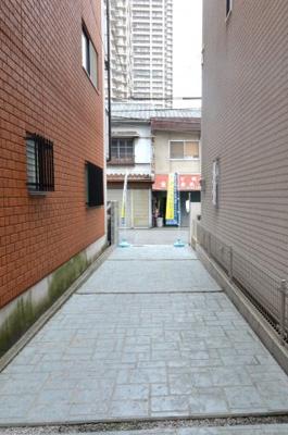 【前面道路含む現地写真】堺市堺区北三国ヶ丘町 戸建