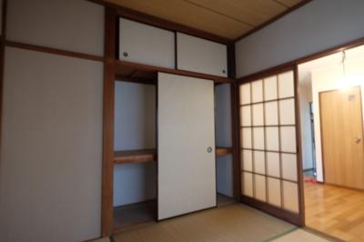 4畳半の和室に一間の押入れが有ります