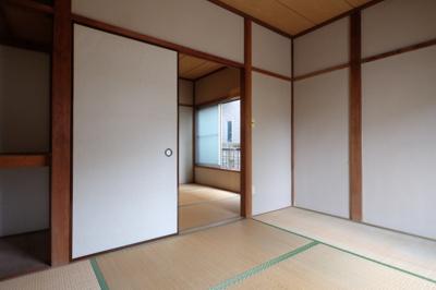 続き間の6畳の和室です