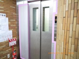 もちろん、エレベーターが設置されています。