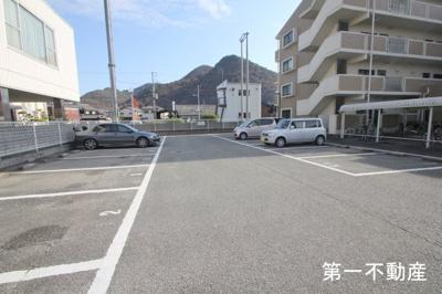 【駐車場】ノーブル・ヴィレッジ