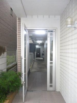 【エントランス】アビタ八番館