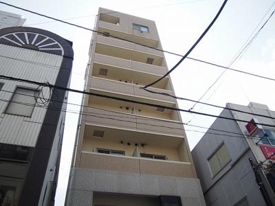 2006年3月築。RC造8階建て。