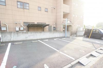 【駐車場】ガーデンコート松葉