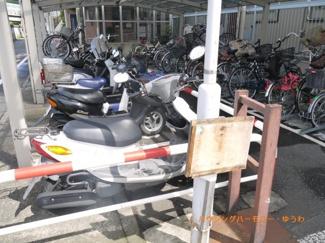 バイク置場です。マンション住人のかたが整理整頓協力し合ってます。