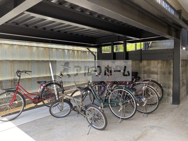 シティハイツ本町 自転車置き場