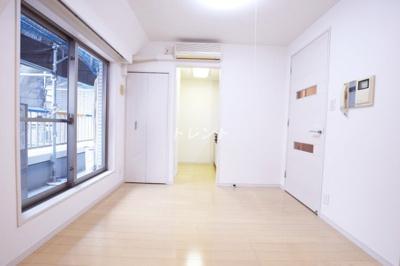 【居間・リビング】デュオスカーラ御茶ノ水Ⅱ
