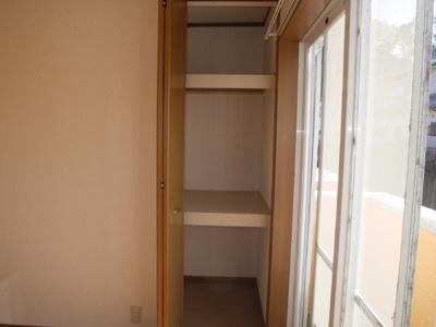 2階収納スペースです