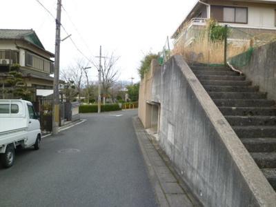【前面道路含む現地写真】亀岡市南つつじヶ丘 建築条件付土地