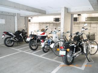 バイク置場も別に完備しています。