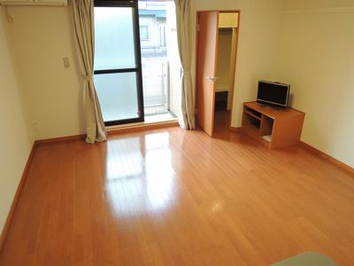 カウンターキッチン、広々居室9.7帖です