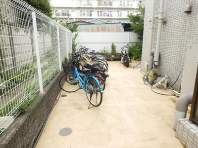 ラ・フルール芹ヶ谷の自転車置き場