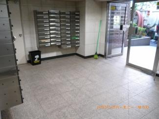 一階部分に集合ポストがあり、郵便関係も楽です。