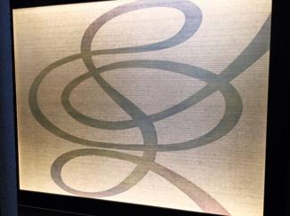 入口には和紙のタペストリーが飾られています