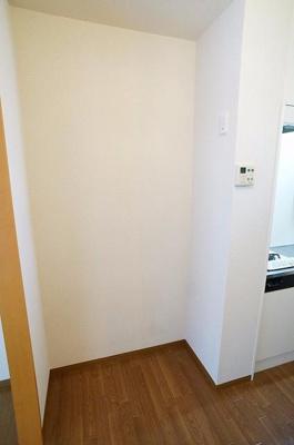 キッチン横に冷蔵庫を置けますよ!