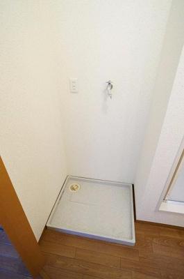 洗濯機置き場はお風呂の横にあります!