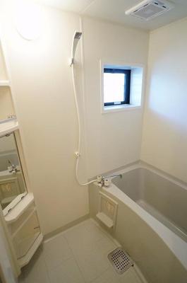 窓付きのお風呂なので換気もできますね!