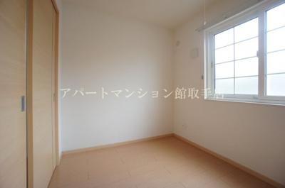 【寝室】サイドウォーク