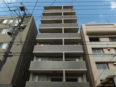 2015年2月築。鉄筋コンクリート造8階建。