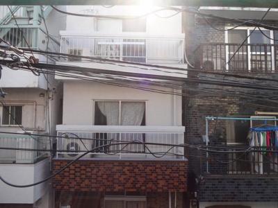 岡田荘 DK側の窓からの景色