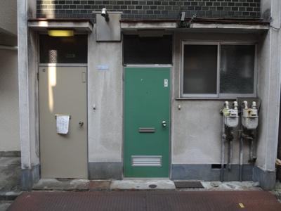 岡田荘 日暮里駅から徒歩7分・三河島駅から徒歩9分。2階建ての木造アパート。閑静な住宅街で静かな環境。約80mで日暮里繊維街通りに出ます。