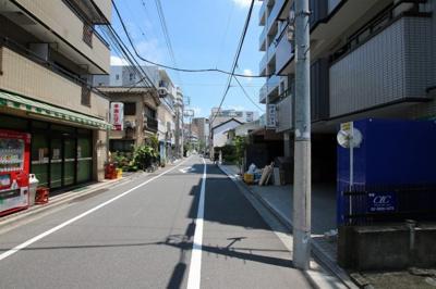 エム・モントワ 物件前 尾竹橋通から1本中に入った場所になります