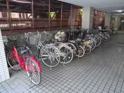 エム・モントワ 1階に自転車置き場があります
